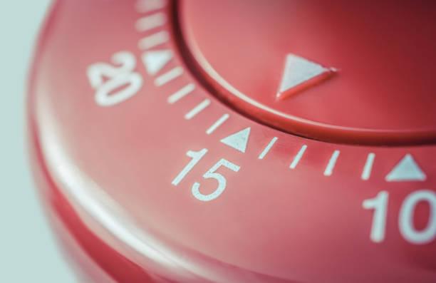 一些企业在会议开始时花点时间,来提高团队合作和凝聚力